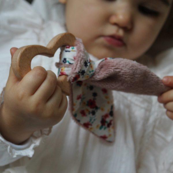 Saison des Abeilles hochet coton biologique -Bambou - bois -bebe - anneau de dentiton- oreille - 3